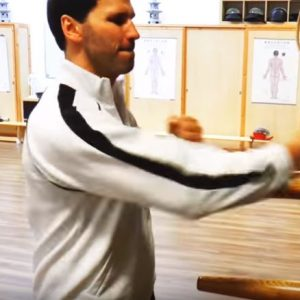 Wing Tai an der Wing Chun – Holzpuppe